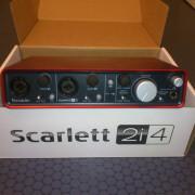 Tarjeta de sonido Focusrite Scarlett 2i4