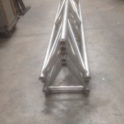 Truss triangular apilable