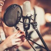 Se busca cantante con home estudio para trabajar...