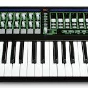 Novation Remote SL37 LE, con Chroma Caps.