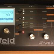 Waldorf Blofeld por Behringer model D