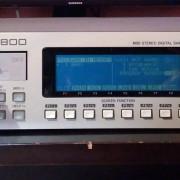 Sampler AKAI S2800