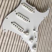Kinman BLUES Set + Golpeador precableado - Stratocaster