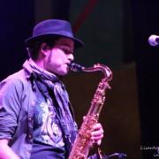 Se ofrece clarinetista/saxofonista profesional.