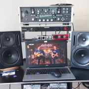 Monitores autoamplificados Behringer B2030A Truth