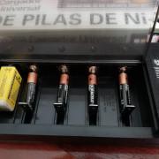 Cargador universal de pilas + batería recargable 9v
