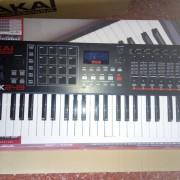 Teclado controlador USB/MIDI Akai MPK249