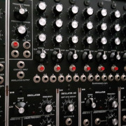 Synthesizers.com (Q960)