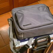 Proyector Panasonic PT-L512E + bolsa transporte