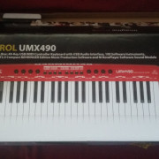 Behringer UMX490 - Teclado MIDI