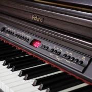 Piano digital Roland HP-2e, gran calidad