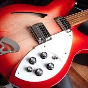Rickenbacker 330 fireglo por Jazzmaster 62 o 65