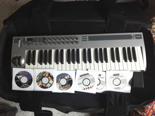 Teclado controlador MIDI Emu Xboard 49