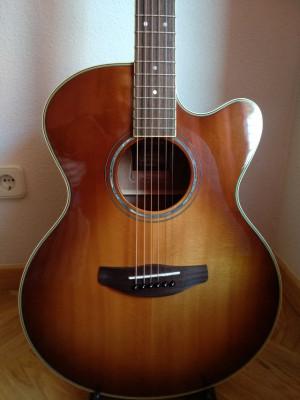 Yamaha APX-700 II