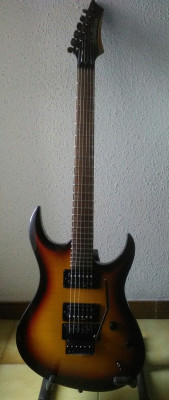 WASHBURN SUPERSTRATO CON ESTUCHE