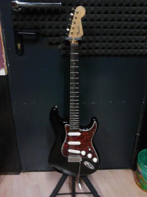 guitarra electrica MARINA con golpeador y circuiteria fender