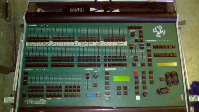 VENDO O CAMBIO mesa de luces FAT FROG 88