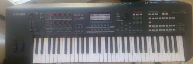 Yamaha Moxf6 y funda original. (no hago cambios)
