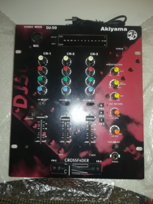 Mesa de mezclas Akiyama dj50