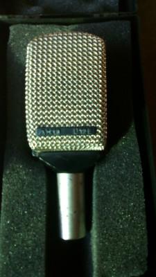 Micro AKG d12e