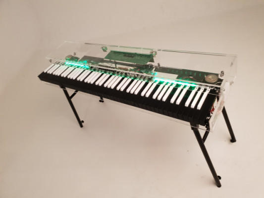 piano vintage hecho a mano