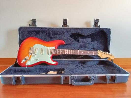Stratocaster American Deluxe 2011/12 Aged Cherry por otra similar en distinto color.