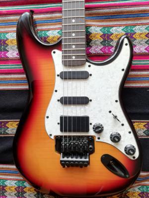 Guitarra tipo fender strato con puente flotante