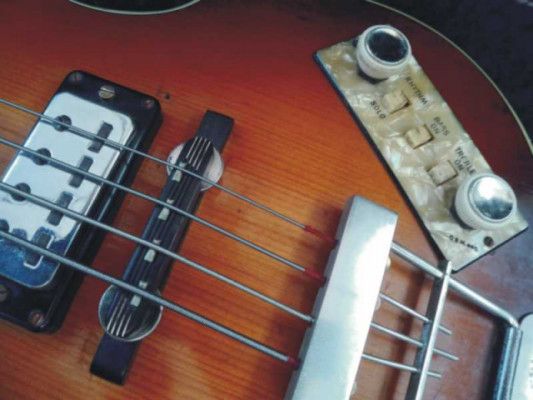 HOFNER 500/1 BASS GUITAR, MADE IN GERMANY de 1965.
