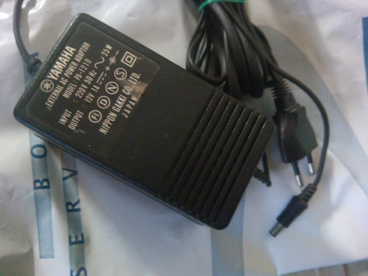 Fuente de alimentación Power Adaptador Yamaha PA 1210 12V 1A