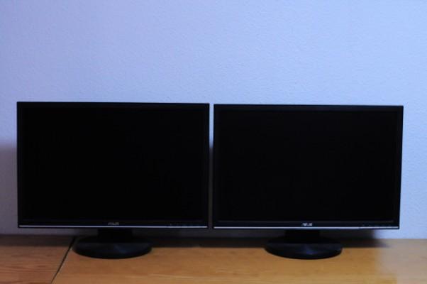 """2 monitores LCD de 22"""" Asus VW225D"""