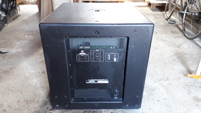 Mackie HD1801 subwoofer 1600W.