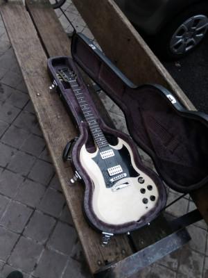 [EN PROCESO DE COMPRA] Gibson SG blanca.