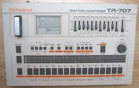 Roland TR-707 con cartucho de memoria M-64C