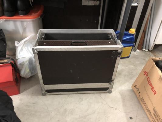 Vendo Flight Case con dos unidades de Rack y cajón amplio.