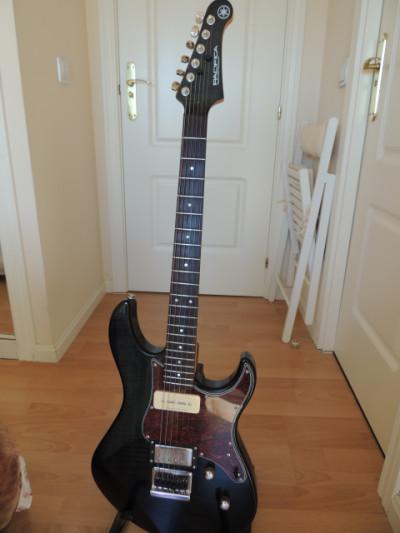 Yamaha Pacífica 611 HFM Negro Translúcido