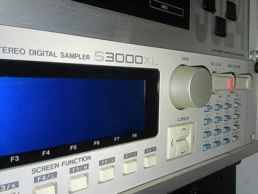 Sampler Akay S3000XL