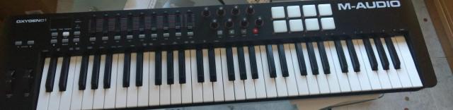 TECLADO MIDI M AUDIO OXYGEN 61