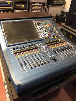Mesa mezclas digital Midas Pro 1 en flightcase y con sistema UPS