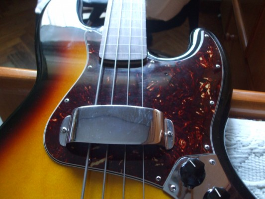 Fender Standard Jazz Bass fretless brown sunburst con mejoras