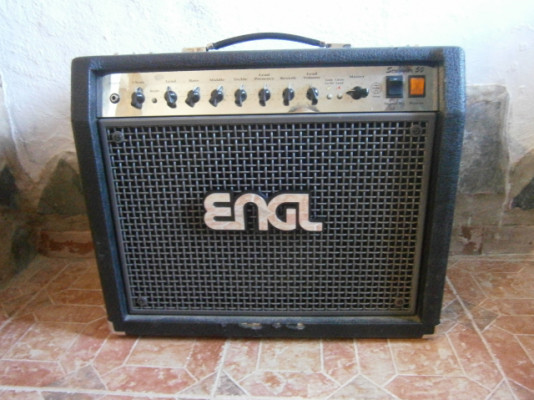 Engl Screamer 50 combo + pedalera Z5