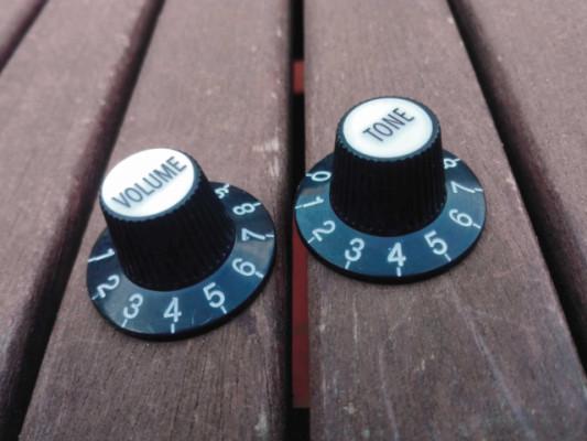 """Juego de botones """"Sombrero de bruja"""" (Wich hat) negros: Tone y Volume"""