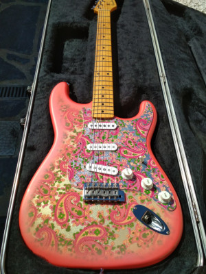 Fender Stratocaster Pink Paisley (Japan)