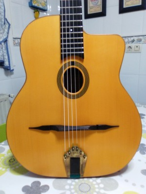 VENDIDA. Guitarra manouche Gerónimo Mateos Jazz B