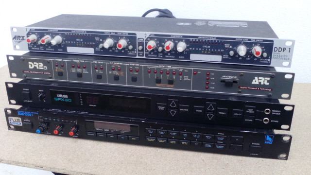 Lote de 60 peças da area Audio/Som