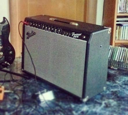 Bugera V22 Infinium HD y Fender Frontman 212R