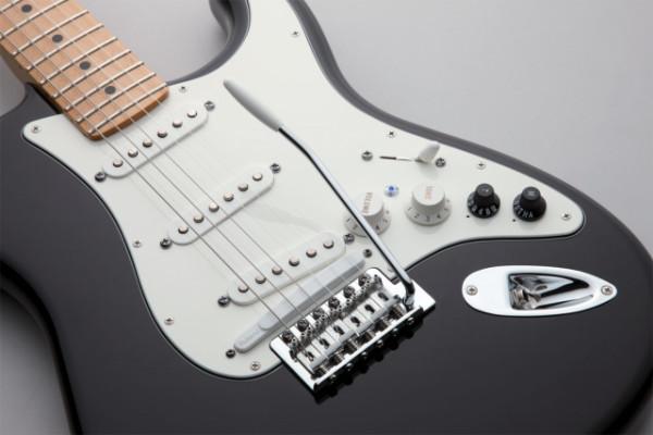 Fender stratocaster vg  u.s.a más amplificador