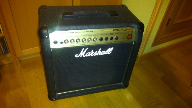 Amplificador Marshall AVT 20 para guitarra híbrido