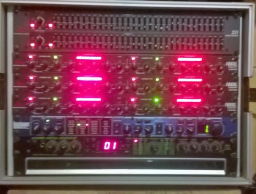 Rack de dinamica dbx y mesa yamaha.