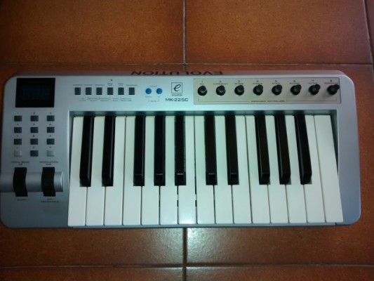Teclado MIDI Evolution MK-225c