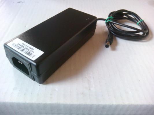 Fuente de alimentación. Power supply. Adaptor.12Volts 5A DC Alios